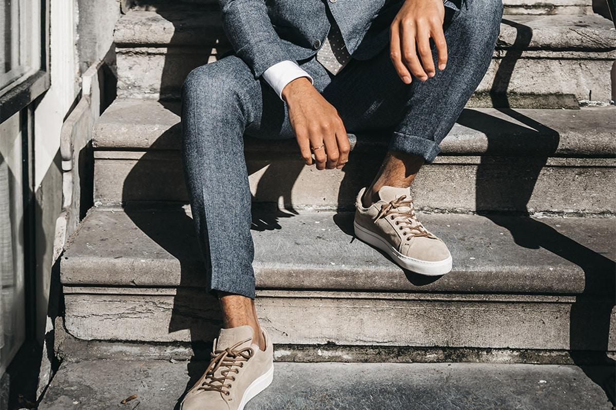 trouwpak met sneakers