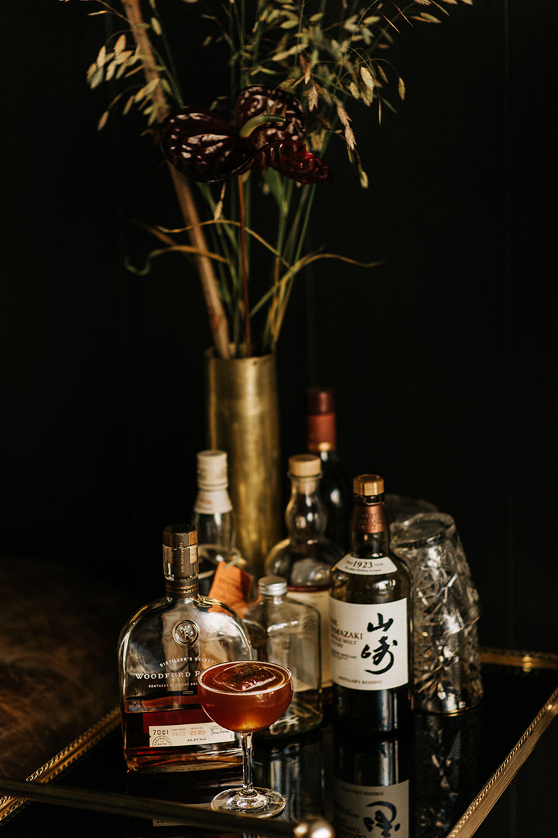 drankkar met whiskey