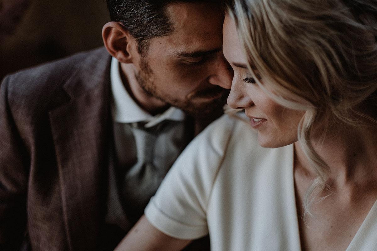 bruin-trouwpak-huwelijk-rustiek
