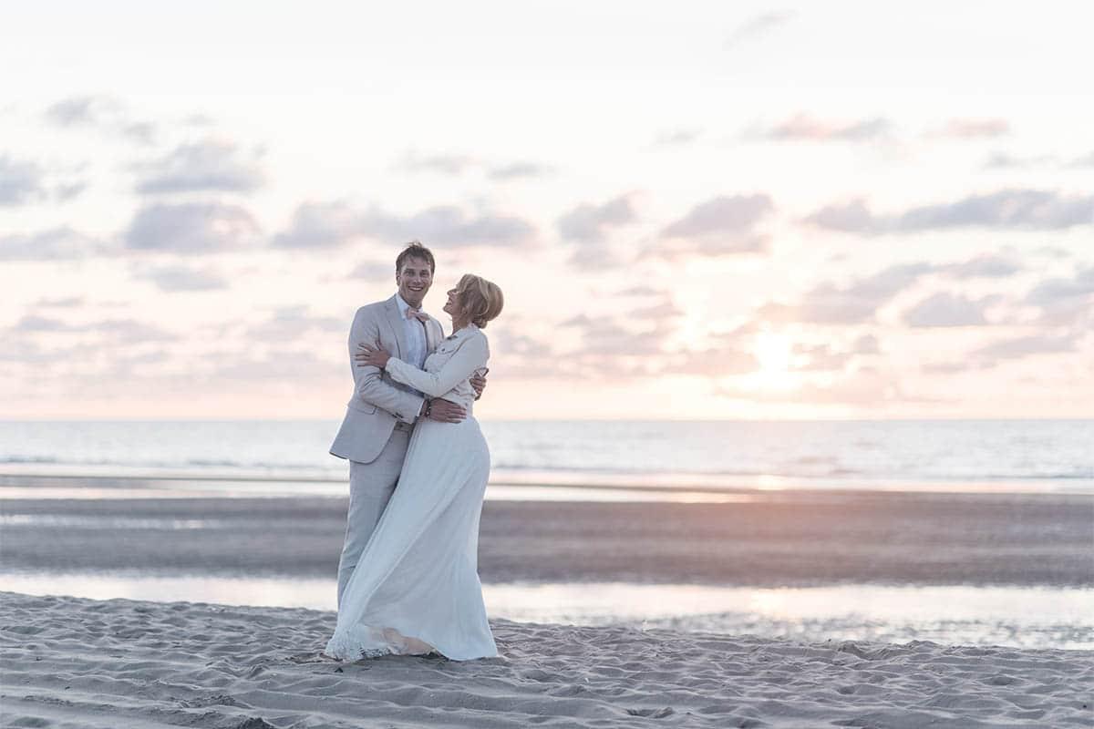 Zonsondergang bruiloft, zandbak, Rein trouwpak, Perfect huwelijk