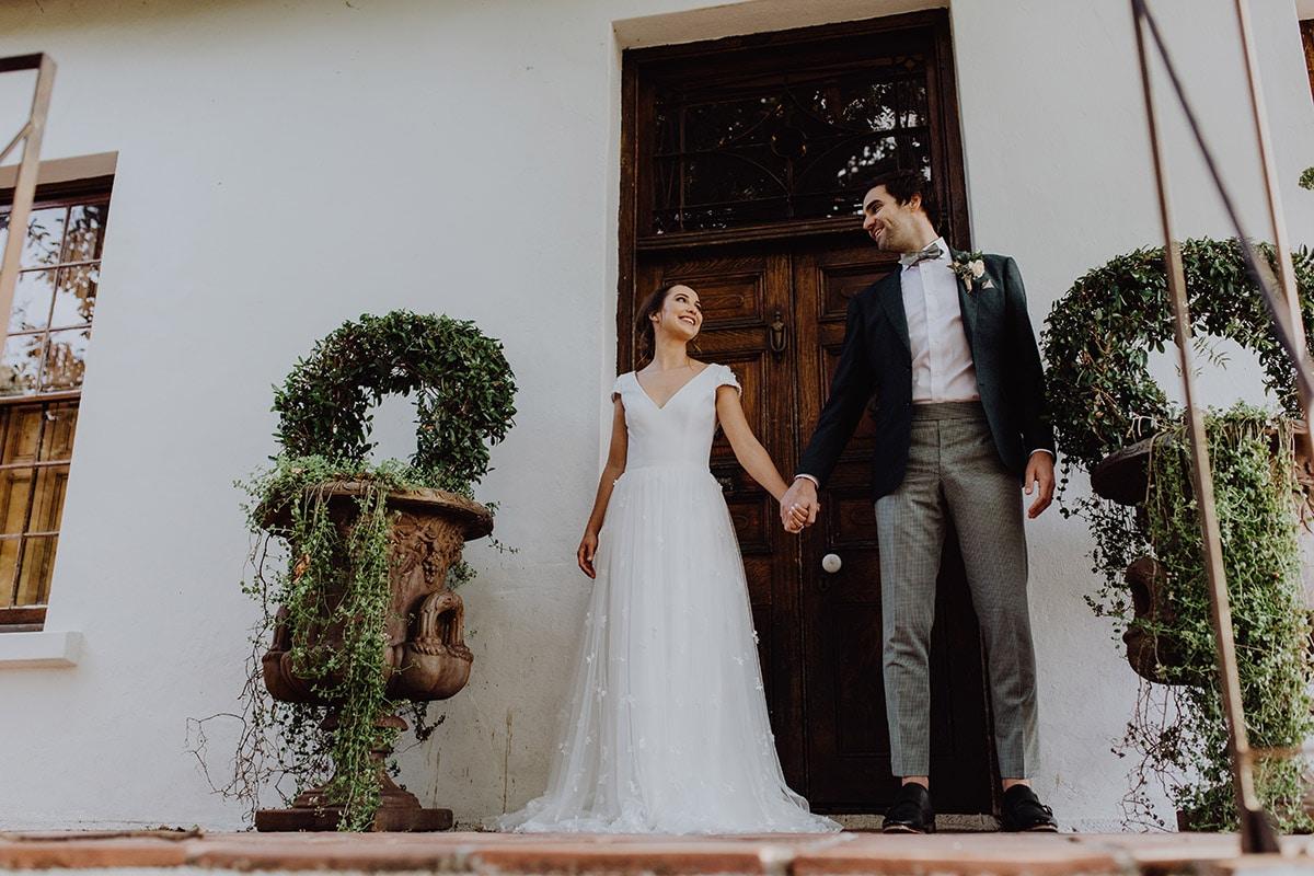 Groen Trouwpak met strik en bruid