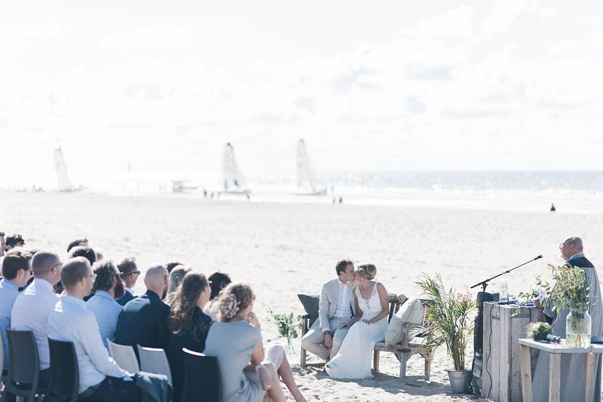 Zeilen, Trouwen aan zee, decoratie strand bruiloft, Strandoutfit