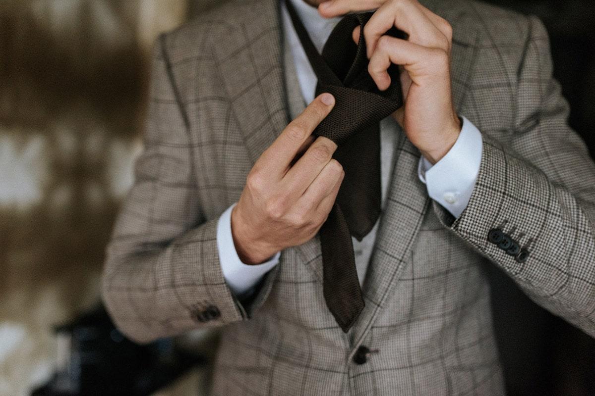 Four in hand knoop, Windsor, Stropdas bij bruiloft, details