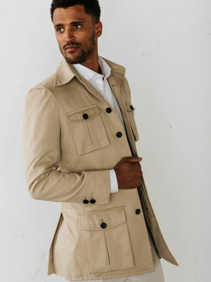 Safari jasje, Klepzakken als details, Horn buttons