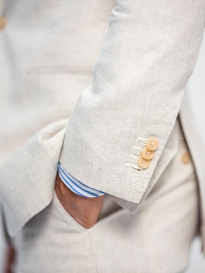 Natuurlijk stevig linnen. Details hoorn knoopjes
