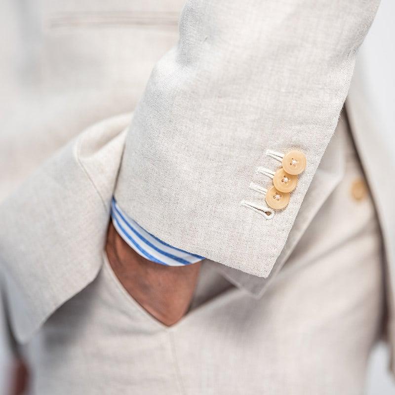 Details op undyed linnen maatpak