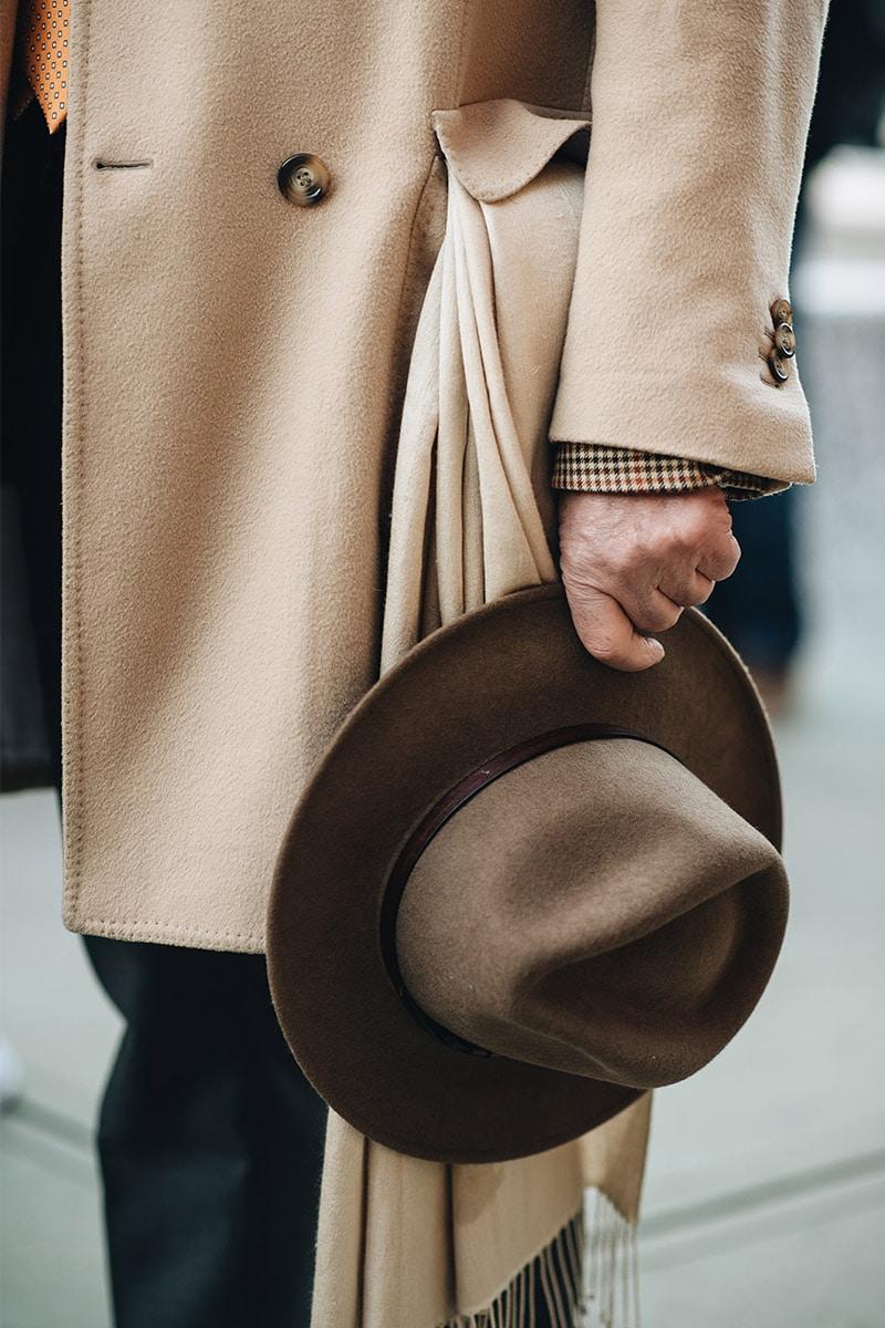 hoed met overcoat