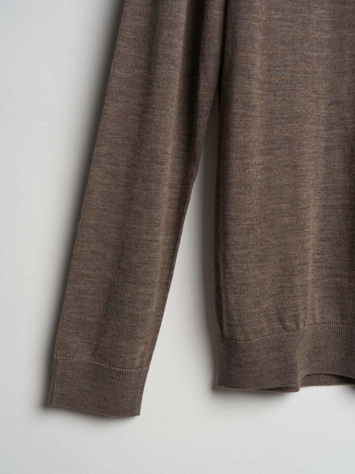 taupe gekleurde trui