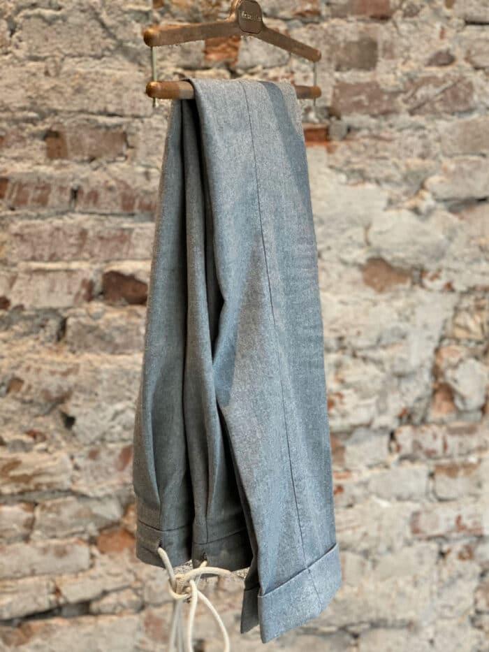flannel trousers licht grijs