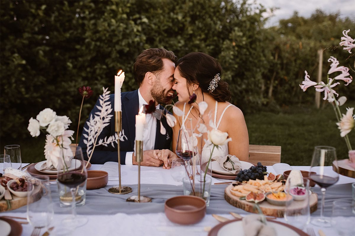 diner tussen druiventrossen