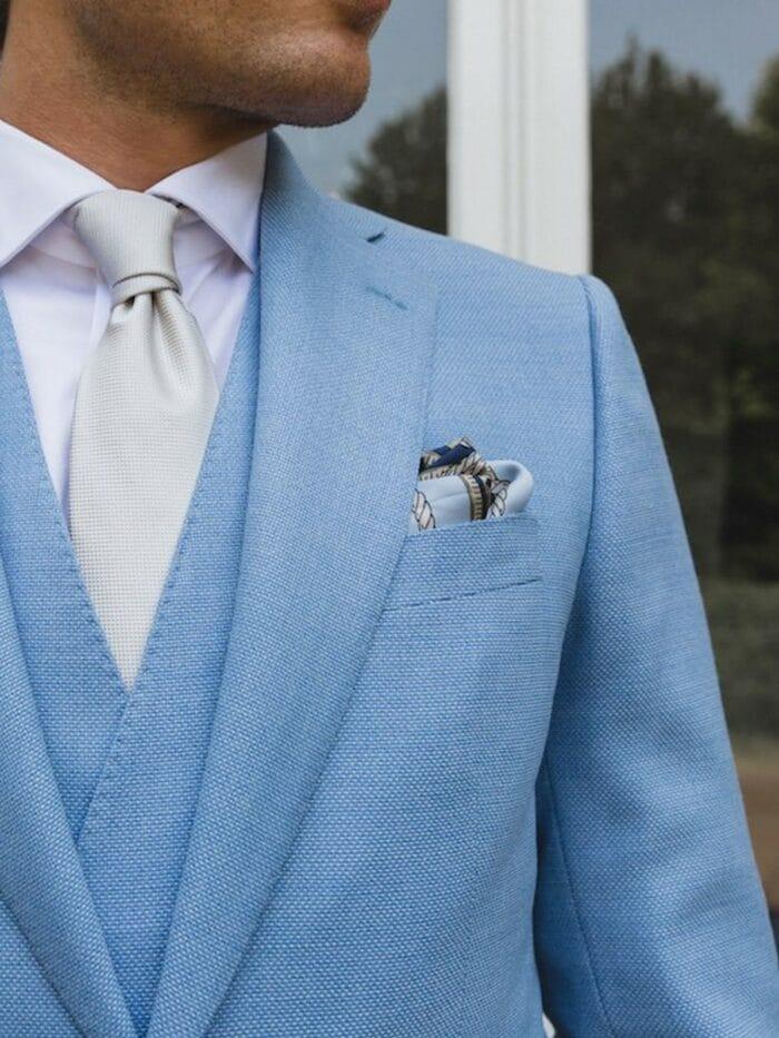 lichtblauw trouwpak