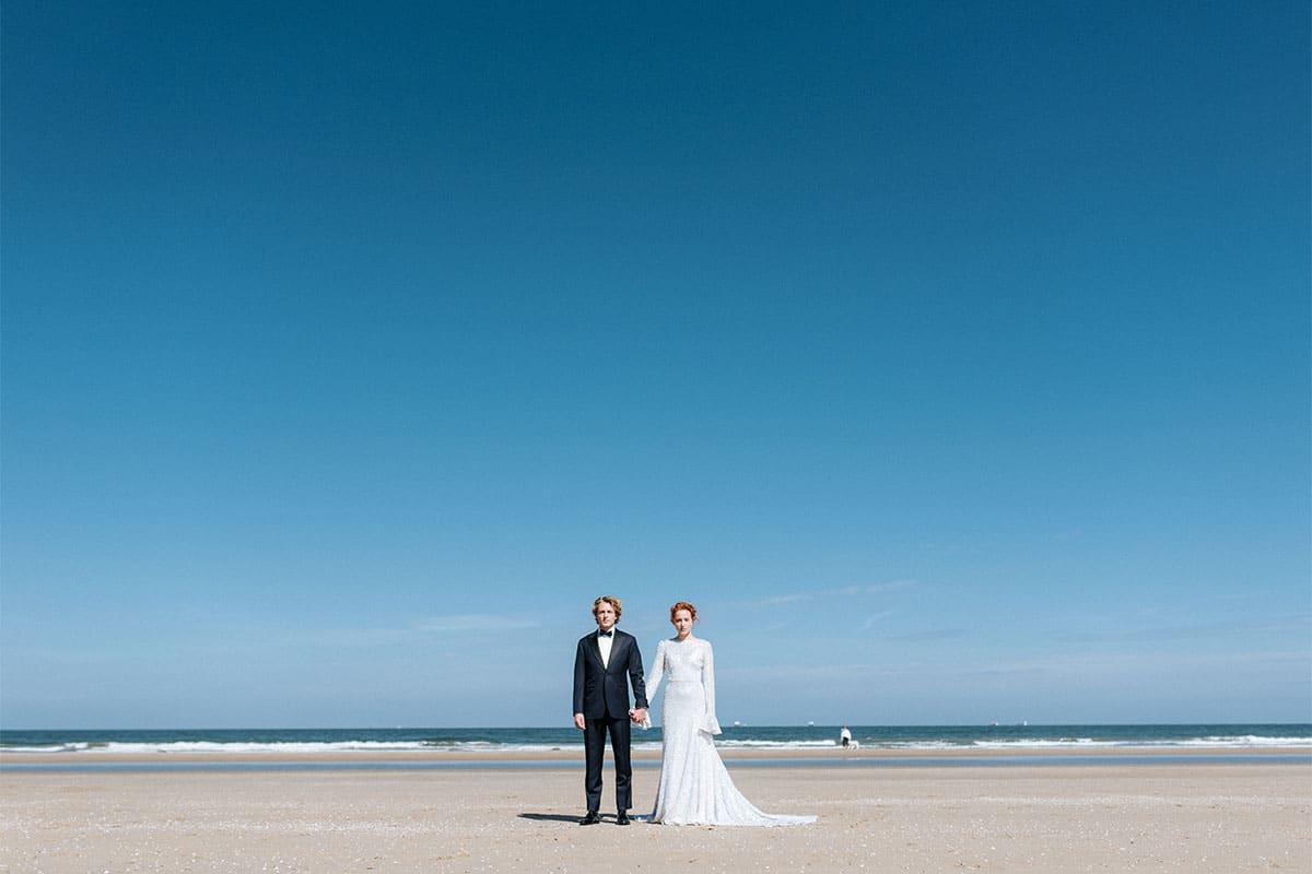 strand huwelijkskoppel
