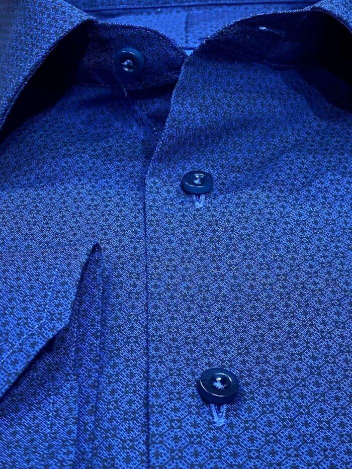details maatshirt patroon blauw