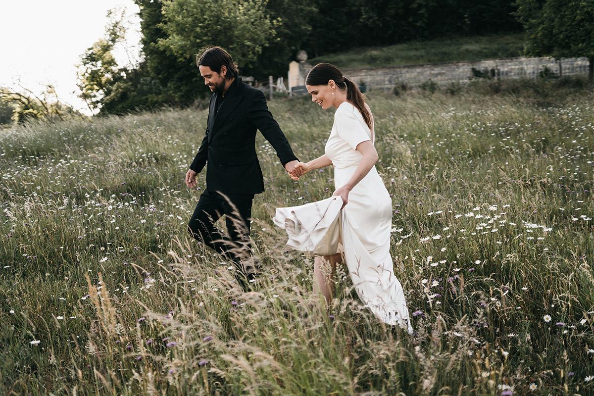 bruidspaar in franse natuur