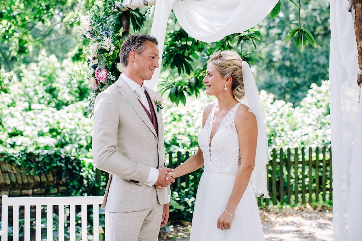 huwelijksceremonie in natuur
