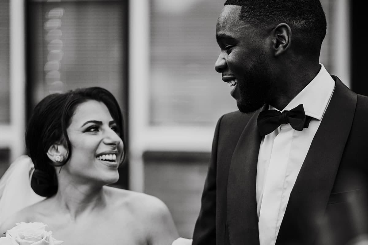 zwart wit foto lachend stel