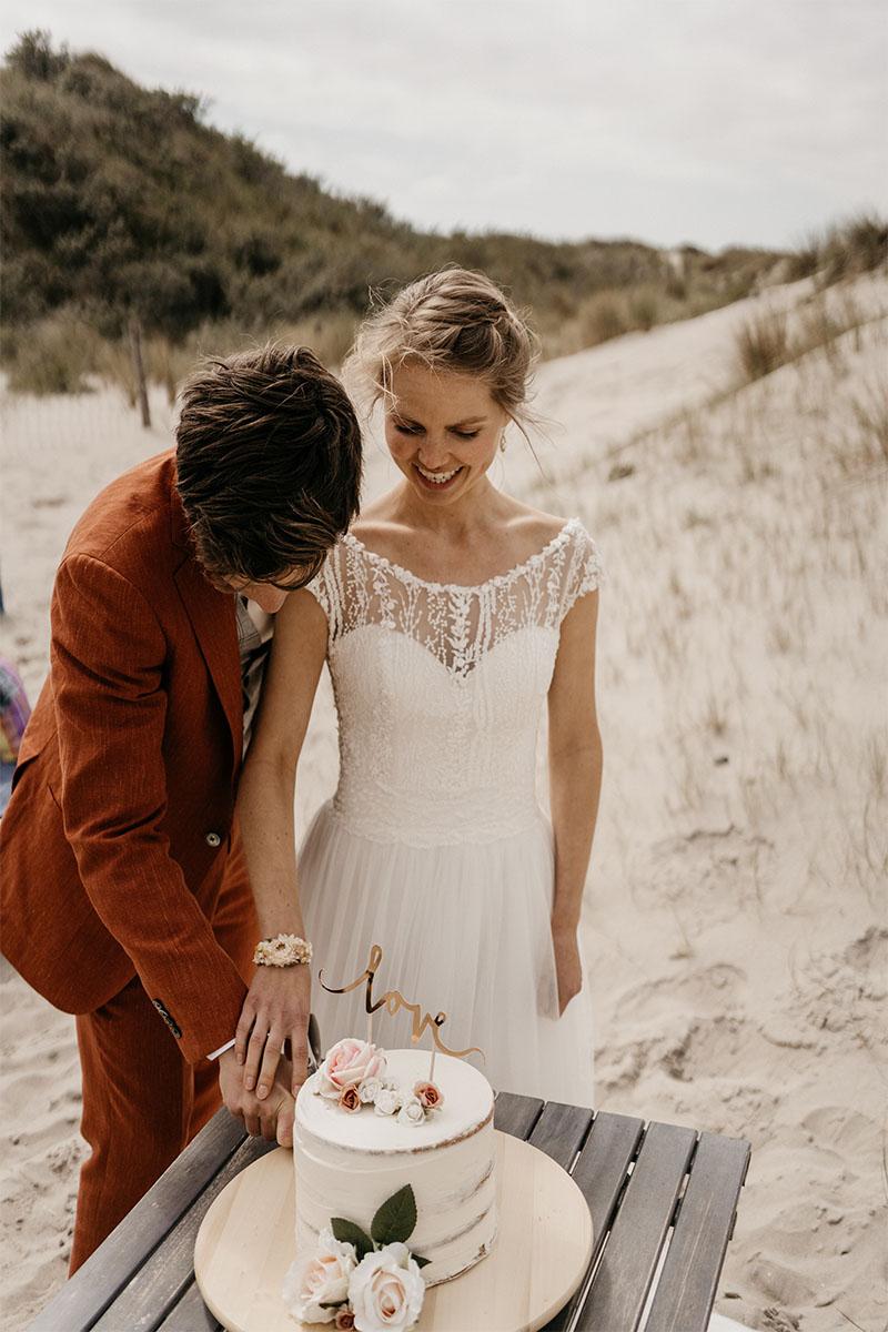 taart op strandbruiloft