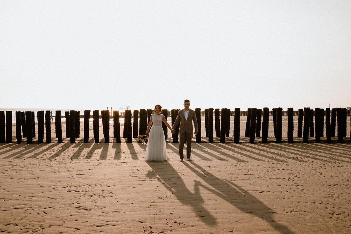 strand-beachwedding-huwelijk-trouwpak-maatwerk-groom-bride