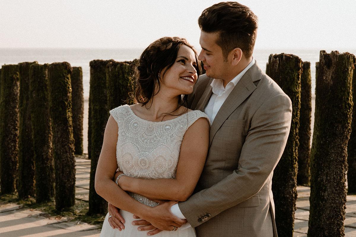 strand-beachwedding-trouwen-maatpak-zandkleur
