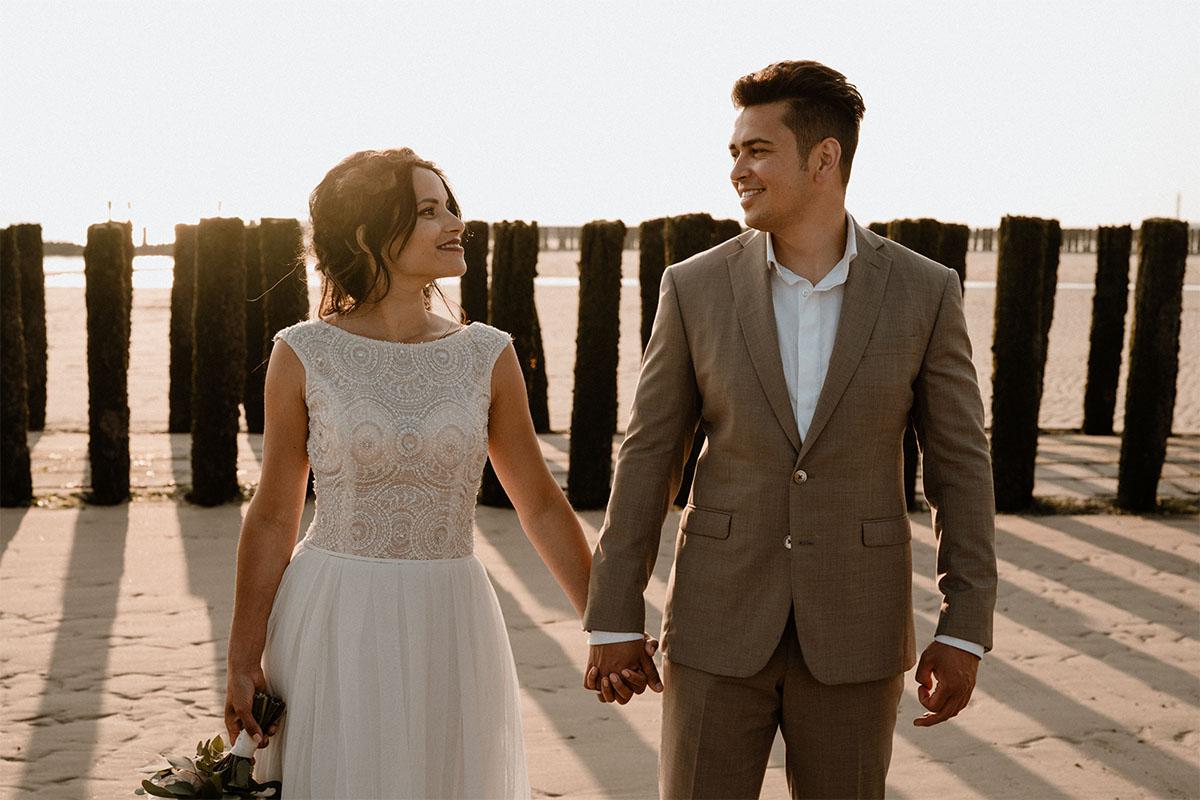 strand-huwelijk-beach-wedding-maatpak-trouwjurk-groom-bride