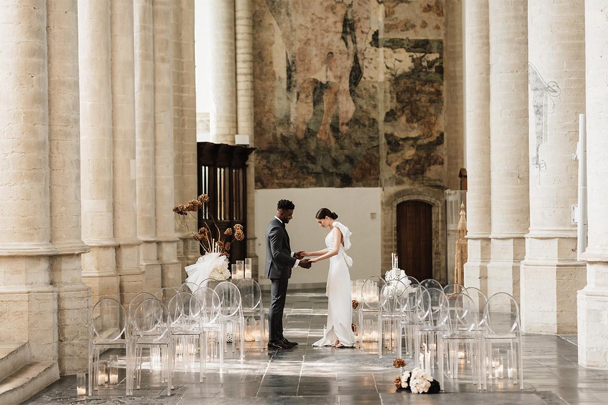 bruiloft-trouwen-grote-kerk-huwelijk-pak-trouwjurk
